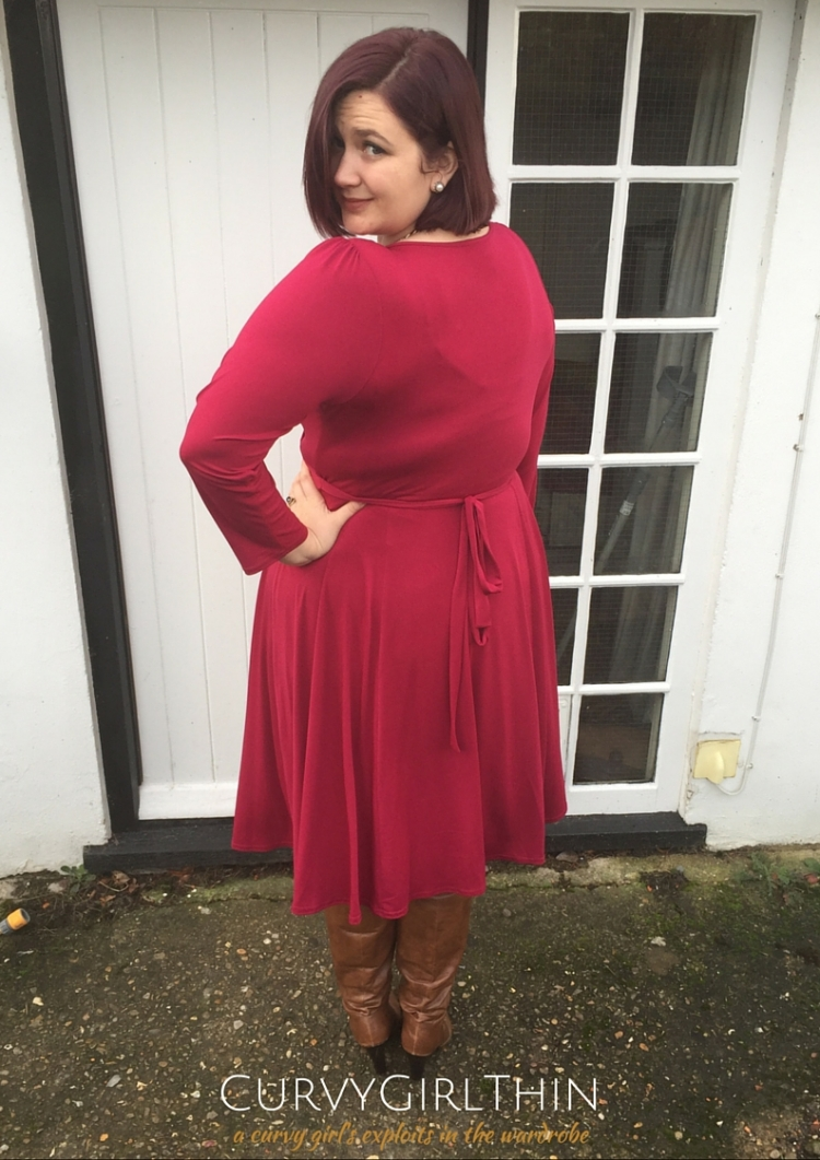 Lady Volup Lyra in Retro Red